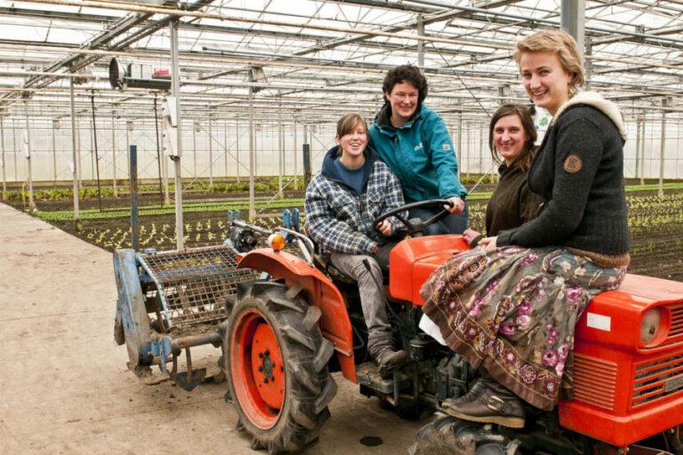 L'Associazione insiste sulla centralità dell'agricoltura e sul ruolo delle donne, abili mediatrici tra necessità di profitto e sostenibilità produttiva.