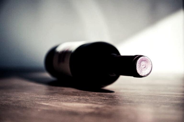 Su Wine Enthusiast spazio alle voci di chi ritiene contrario allo spirito del movimento un'eccessiva regolamentazione di una delle ultime espressioni di libertà enoiche.