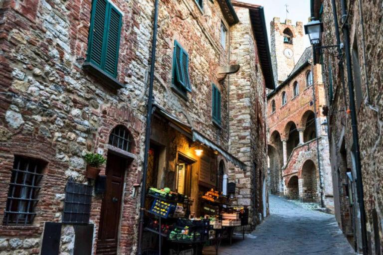 Quindici cantine toscane fanno rete per rafforzare le politiche di promozione territoriali del piccolo borgo toscano.