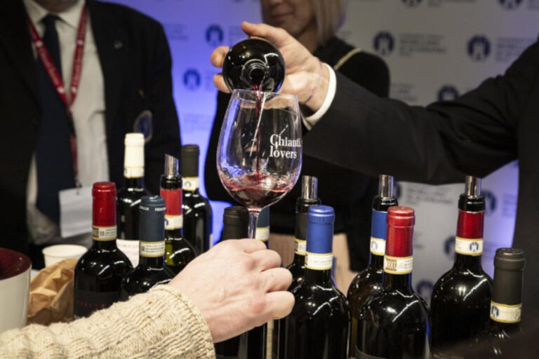 I rappresentanti del vino toscano appoggiano la scelta della regione e invitano la stampa internazionale a godere delle meraviglie offerte dalla primavera toscana.